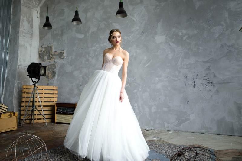 Brautkleid trägerlos - Fahed Couture in Bückeburg